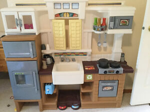 Play kitchen with accesories