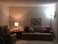 Excellent 1 bedroom apartment close to UWO with incentives !!!!