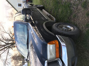 2000 Ford F-250 Pickup Truck For Parts Only
