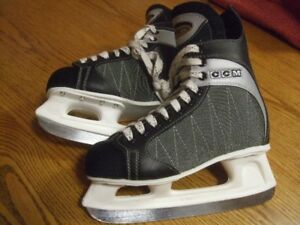 """CCM""   POWERLINE 500   YOUTH SKATES  -  SIZE 8"