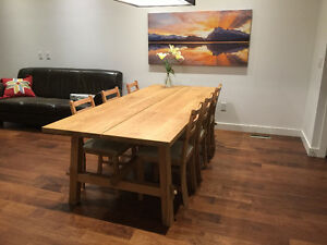 Solid wood table and 6 chairs LIKE NEW