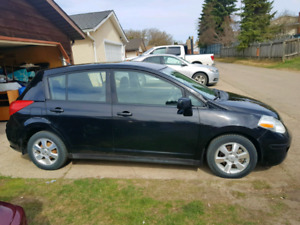 2012 Nissan Versa SL . Runs and drives excellent