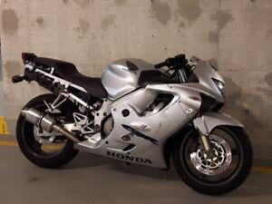 Honda CBR F4 - Strong motorcycle