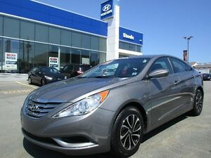 2013 Hyundai SONATA GL with Alloys LOW KMS