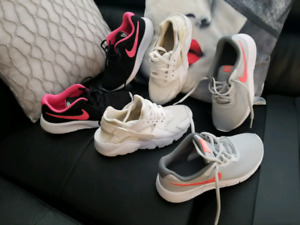 Lots of 3 Nike shoes