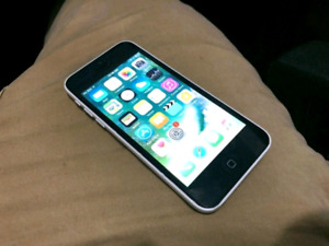 iPhone 5C 16GB Unlocked apple iphone 5c 16gb works perfectly in