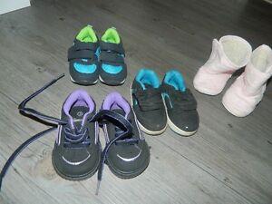 Lots de petites chaussures