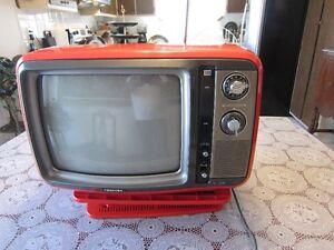 VINTAGE 1979 RARE TV ORANGE TOSHIBA BLACKSTRIPE MADE IN JAPAN