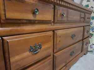 Dresser with mirror (2 pieces) 1977.  7 out of 10 condition.  Kitchener / Waterloo Kitchener Area image 3