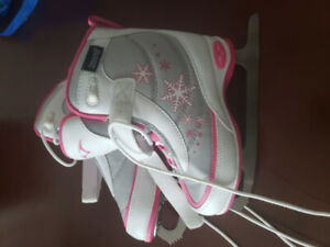 Girls figure skates - Size 12 - Excellent Condition