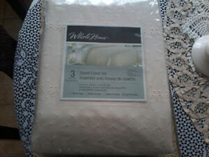 Brand new king size 3 piece duvet cover set cream color