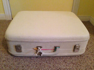 White Antique Suitcase Stratford Kitchener Area image 2