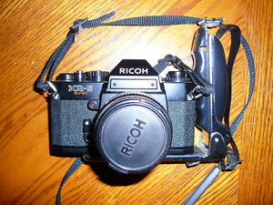 35 MM Ricoh camera / zoom and flash