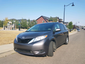 2012 Toyota Sienna LE 3.5L V6 Eight Passengers