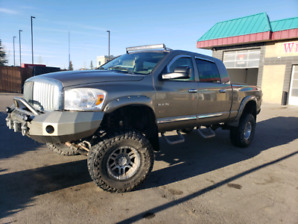 2008 dodge 2500 mega cab LOW KM! Lifted
