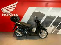 New Honda SH 125 i 2021 Scooter - Includes Keyless Electronic Top box -