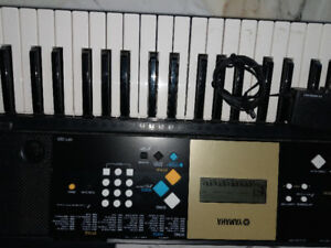 YAMAHA YPT-220 61 KEYBOARD WITH AC ADAPTER