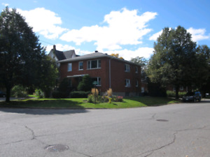 Bright spacious 2 bedroom in the heart of Westboro for rent.