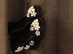 Like new Floral Doc Martens women's size 9