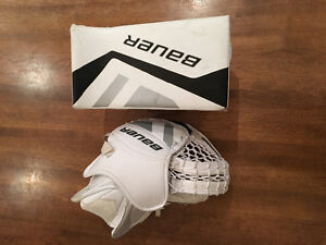 Junior Bauer 5.0 hockey goalie glove and blocker