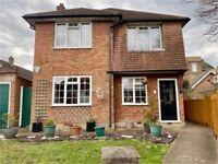 2 bedroom flat in Henley Close, Isleworth, TW7