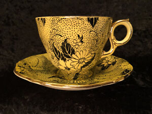 Very Rare - Royal Winton - Black Daisies - Tea Cup and Saucer