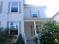 5 BEDROOM DUPLEX FOR RENT AVAILABLE NOV. 01 - HEAT INCLUDED