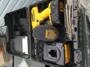 DeWalt 18 volt rechargeable drill kit with