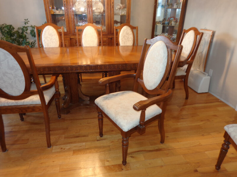 solid oak dining table and chairs dining tables and sets  : 20 from www.kijiji.ca size 800 x 600 jpeg 84kB