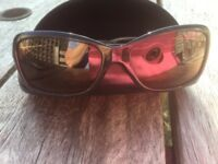 Ladies black sun glasses