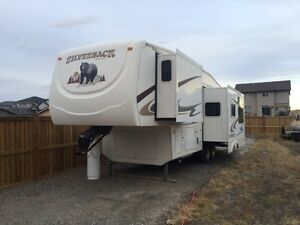 2008 31' silverback 4 seasons camper with bunks