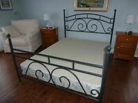 Superbe lit en métal avec sommier