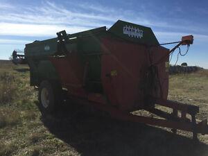 430 farm aid silage mixer feed wagon Regina Regina Area image 4