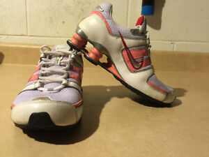 Youth Nike Shox Running Shoes Size 5Y London Ontario image 6