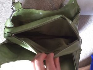 Green Purse Only Used once Kitchener / Waterloo Kitchener Area image 3