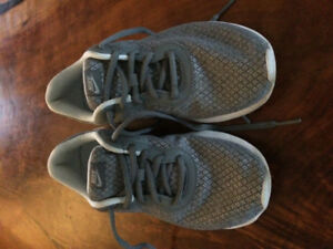 Boys Nike size 2.5 sneakers