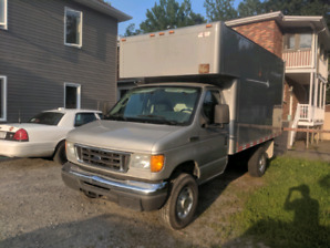 FORD E350 2006 TYPE CUBE ** EXCELLENTE CONDITION A VOIR **