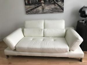 Confortable canapé-lit « love seat » en cuir véritable