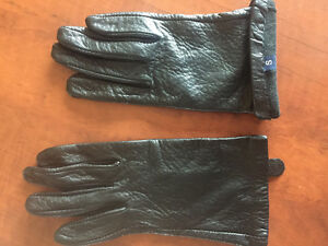**LADIES GENUINE LEATHER BLACK GLOVES FOR SALE-SIZE S**