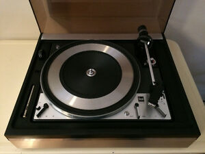 DUAL 1218 Turntable in great working and very clean condition.