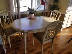 SOLID MAPLE DINING ROOM SUITE