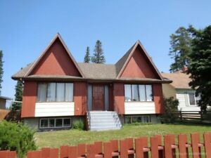 Family Home Centrally Located in Edson!