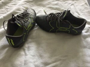 Youth Under Armour  soccer cleats size 5.5