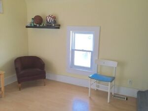 Quiet House in Uptown ALL Utilities Incl wt Onsite Laundry