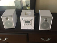 Cd micro system with docking station for ipod