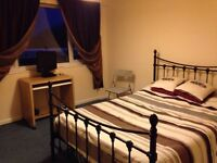 Double room for rent mid week only ! Free wifi parking