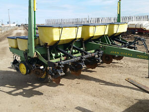 John Deere 7000 6 row no-till planter