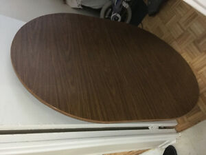 Great condition arberite retro kitchen Table with solid wood leg