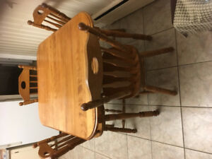Kitchen Table,4 Chairs plus leaf