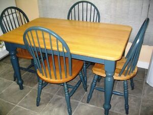 KITCHEN TABLE AND 4 CHAIRS Gatineau Ottawa / Gatineau Area image 1